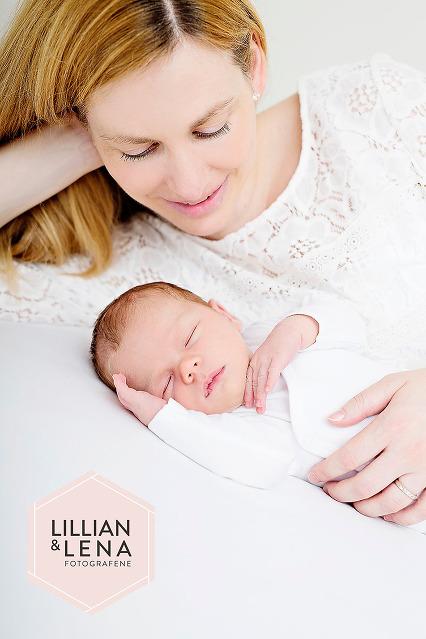 hjemmefoto, nyfødtfotografering, søskenfoto, familiefoto, seng